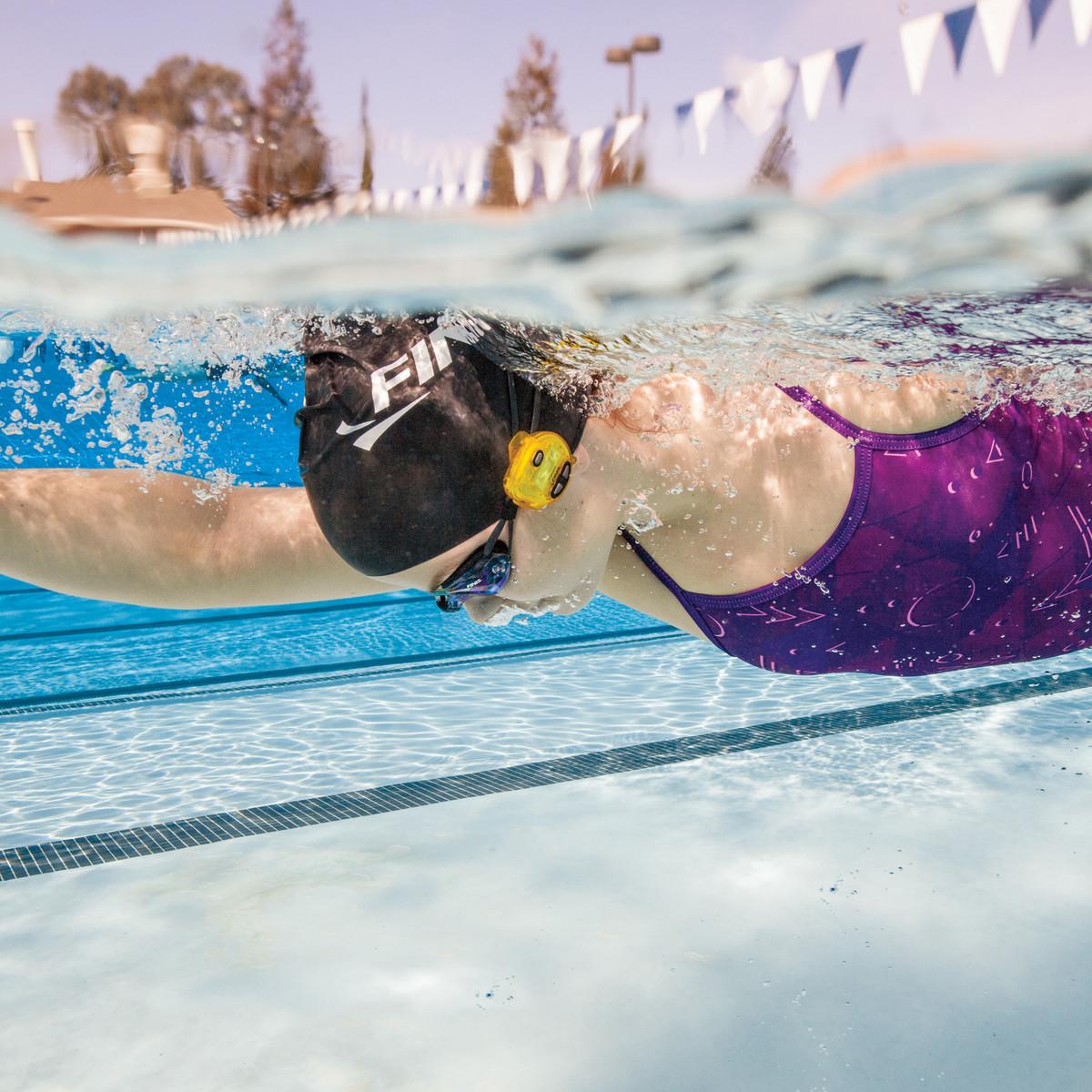 Finis_Tempo-Trainer_swimming